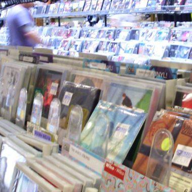 Inspecting Used Vinyl